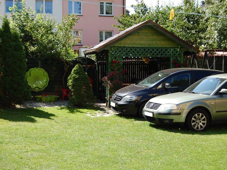 altanka i miejsca parkingowe