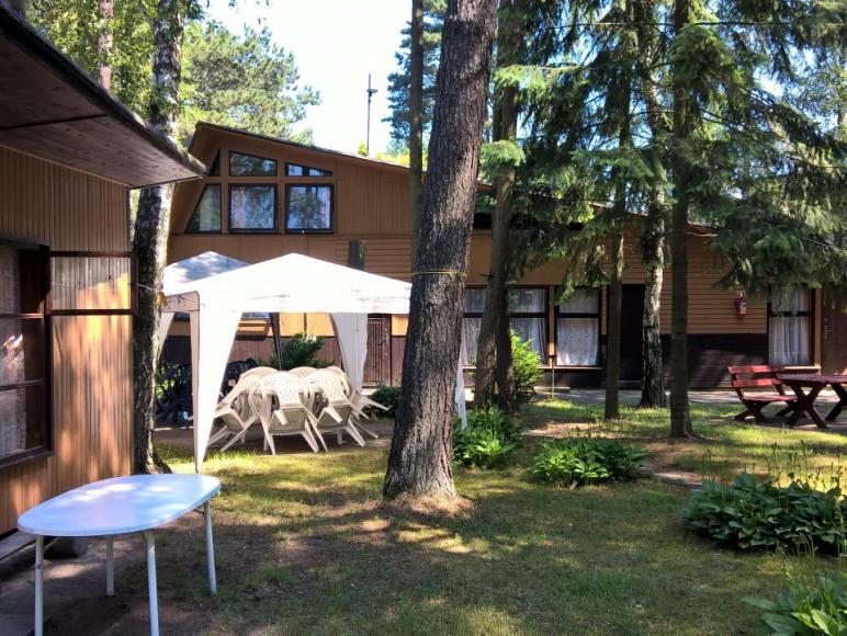 Domek 17 i budynek z pokojami