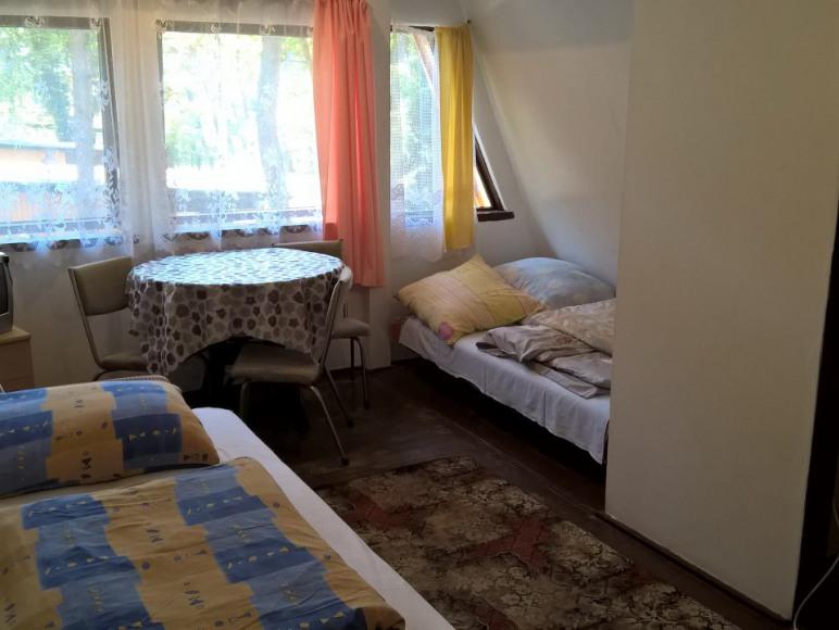 Część pokoju 3 osobowego na piętrze