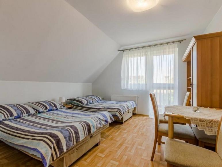 Pokój nr 4 z łazienką i balkonem