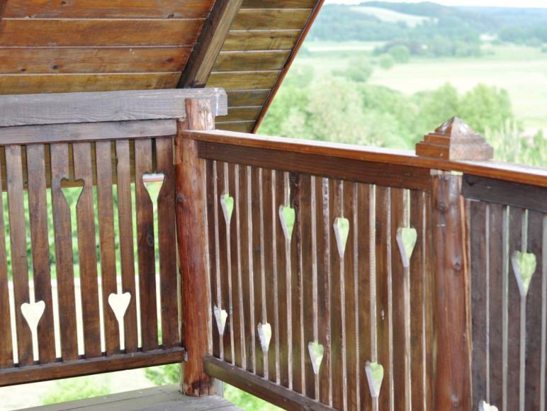 Balkon ze wspaniałym widokiem na okolicę