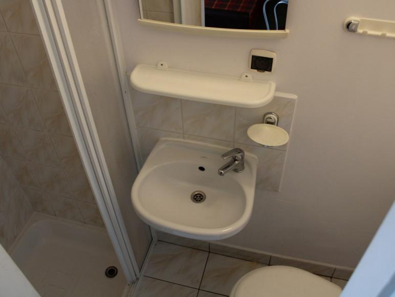 pokoj 3 osob-nr 9 - łazienka