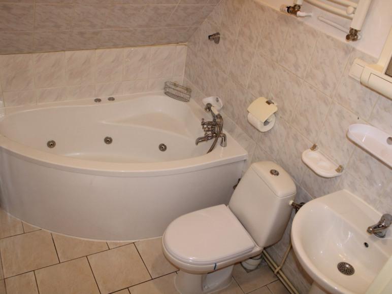 pokoj 3 osob-nr 7-łazienka