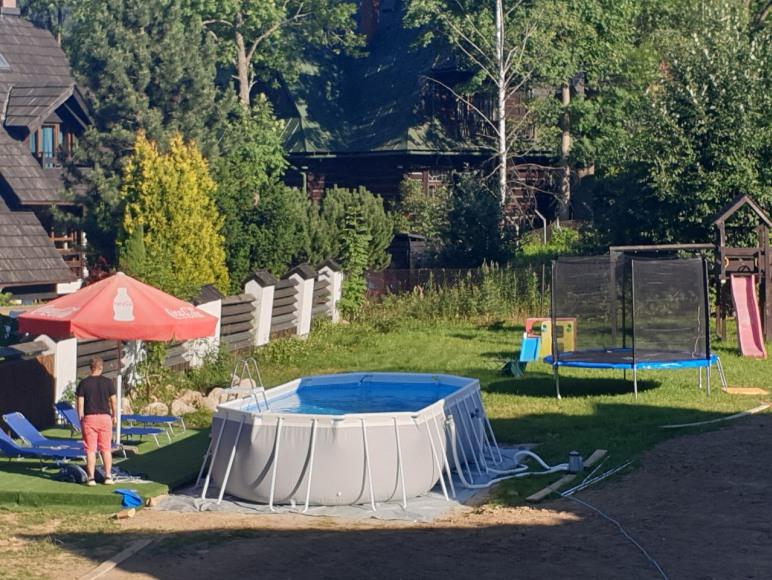 Ogród, basen, trampolina