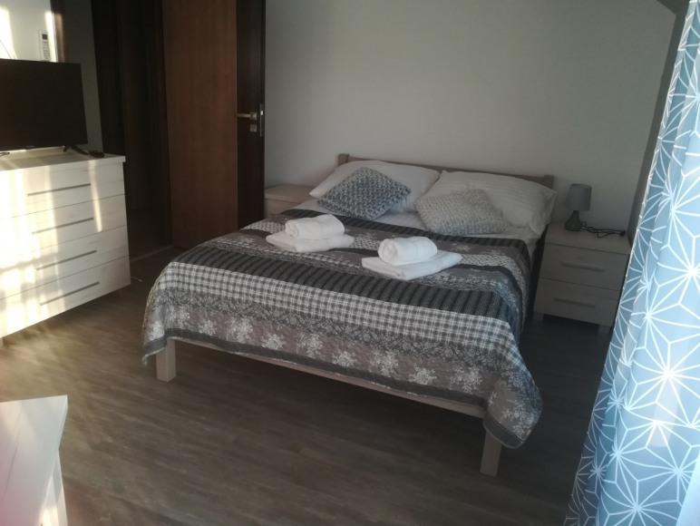 pokój nr 3 ,pokój 2-u osobowy z łóżkiem małżęńskim