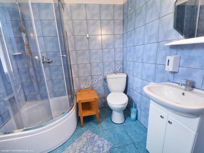 Łazienka dla pokoju 4 os (piętro)