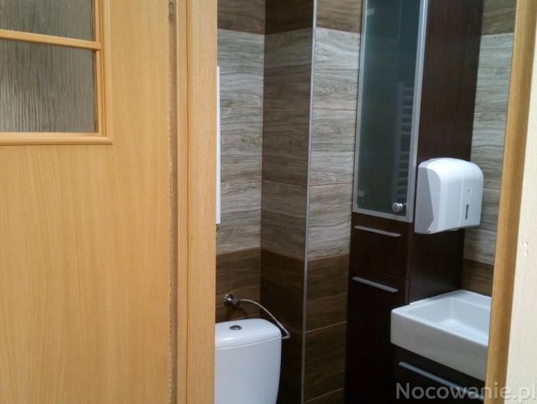 Pokój 6 osobowy z łazienką (piętro)
