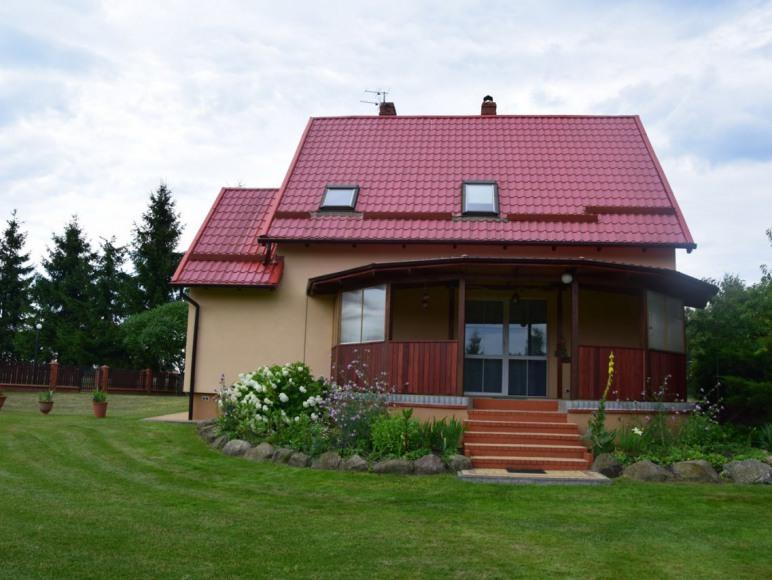 samodzielny, całoroczny dom dla turystów