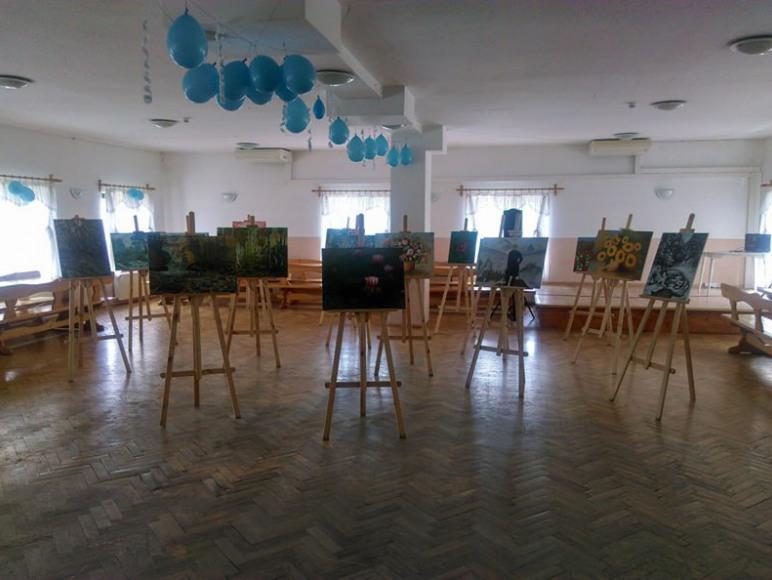 Wystawa obrazów w sali bankietowej