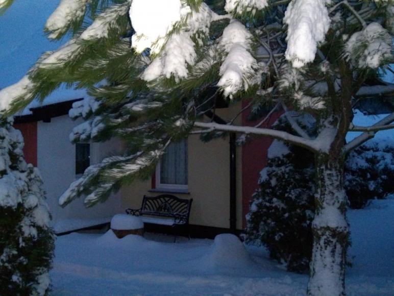 Domek w zimowej odsłonie