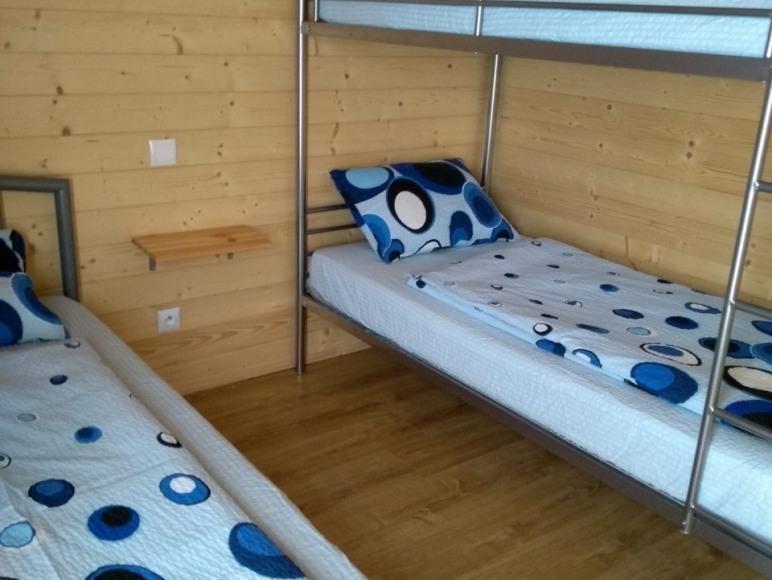 Sypialnia w domku nr. 1 dla 3 osób