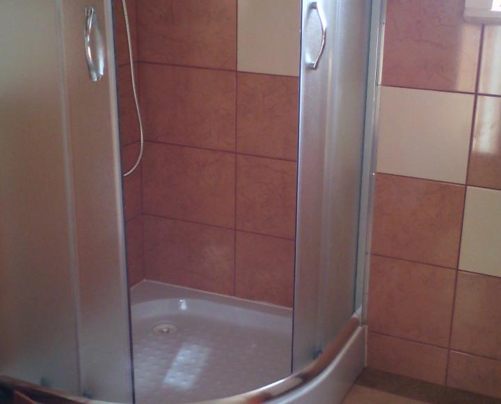 Łazienka identyczna w obu domkach