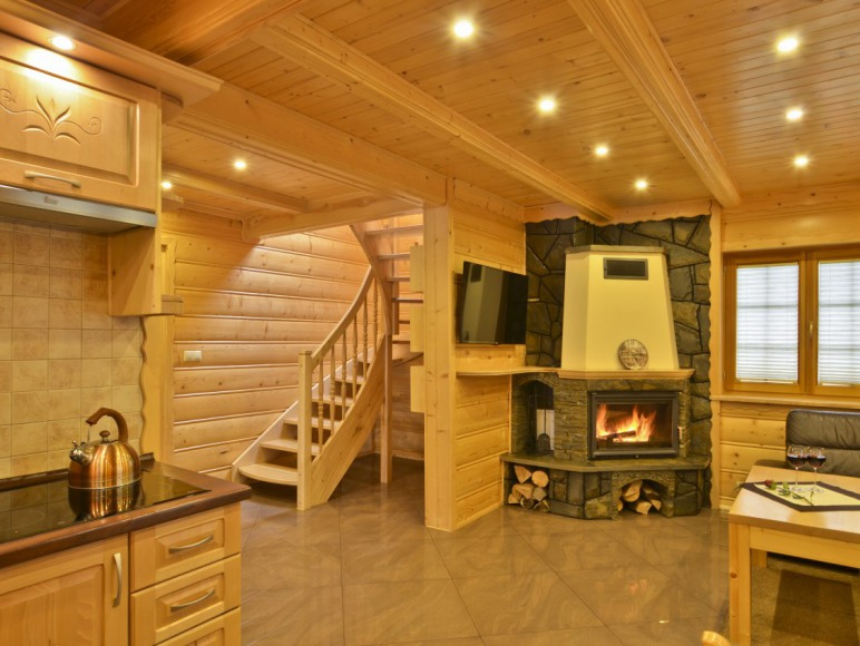 Drewniany domek w górach Luxdomki