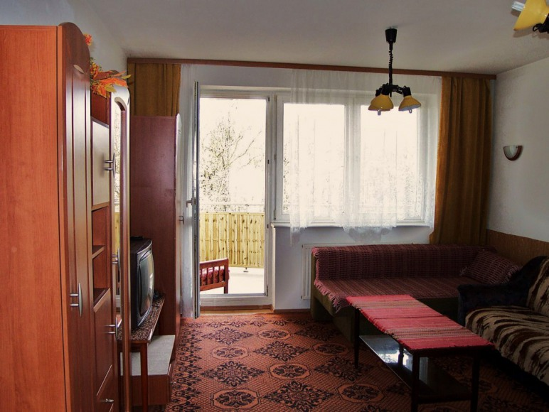 3. duży pokój z balkonem