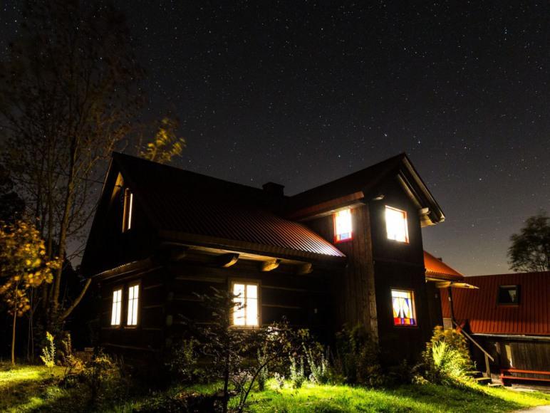 Dom nocą