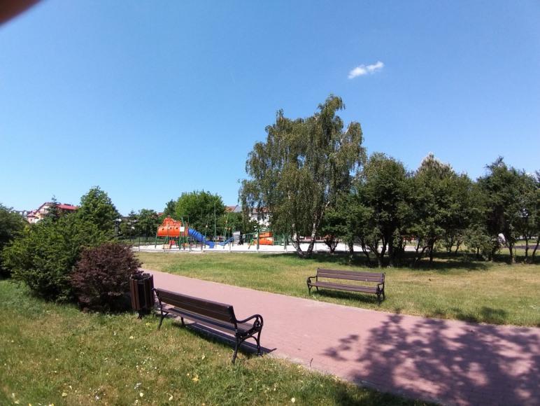 park z placem zabaw