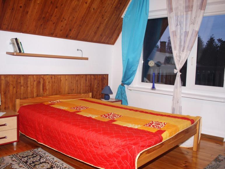 Rowy Akacjowa 10. Pokój balkonowy