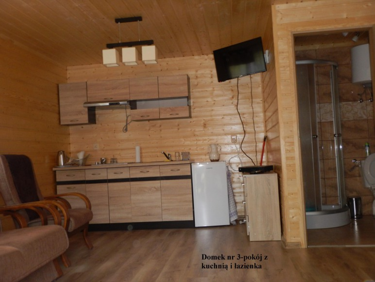 Domek nr 3 salon z aneksem kuchennym+łazienka