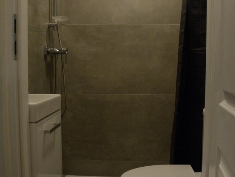 łazienka przy sypianiach