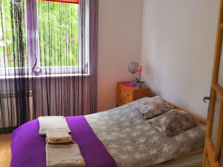 Sypialnia apartamentu dwupokojowego