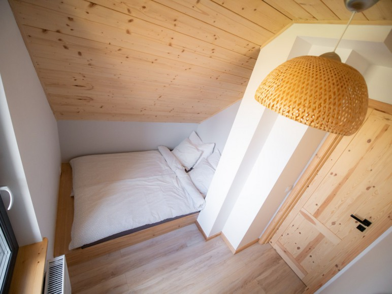 Sypialnia z łóżkiem 140x200