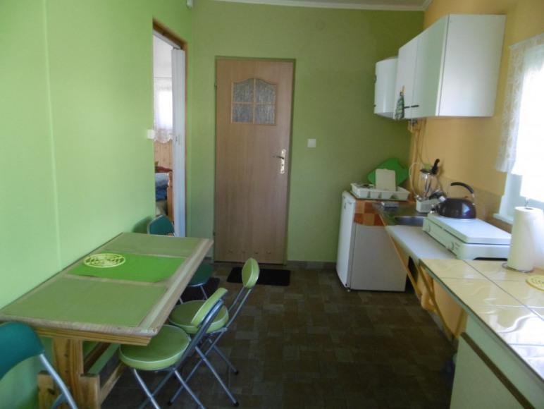 kuchnia w domku 4-oosobowym