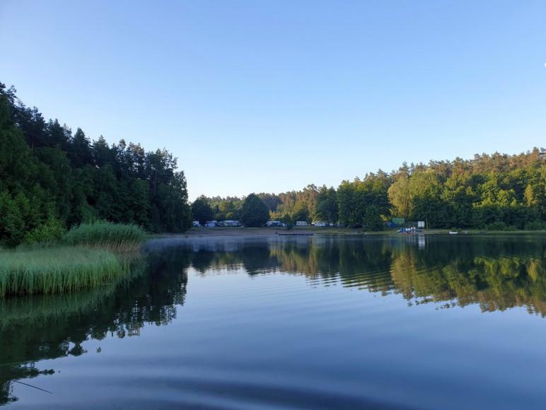 Camping nad jeziorem