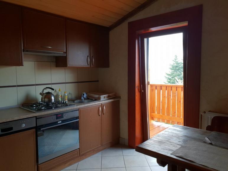 kuchnia z balkonem do dyspozycji