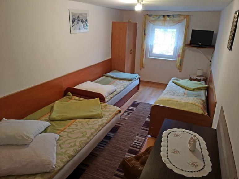 3-4 osobowy pokój na piętrze