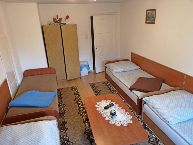 4 osobowy pokój na piętrze