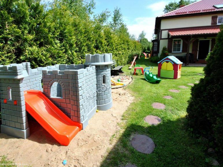 zamek na placu zabaw