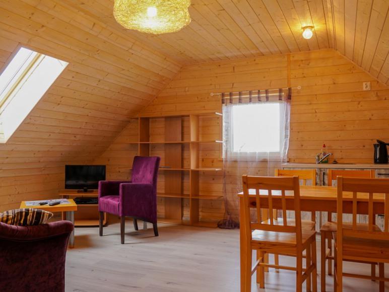 salonik piętro domku małego