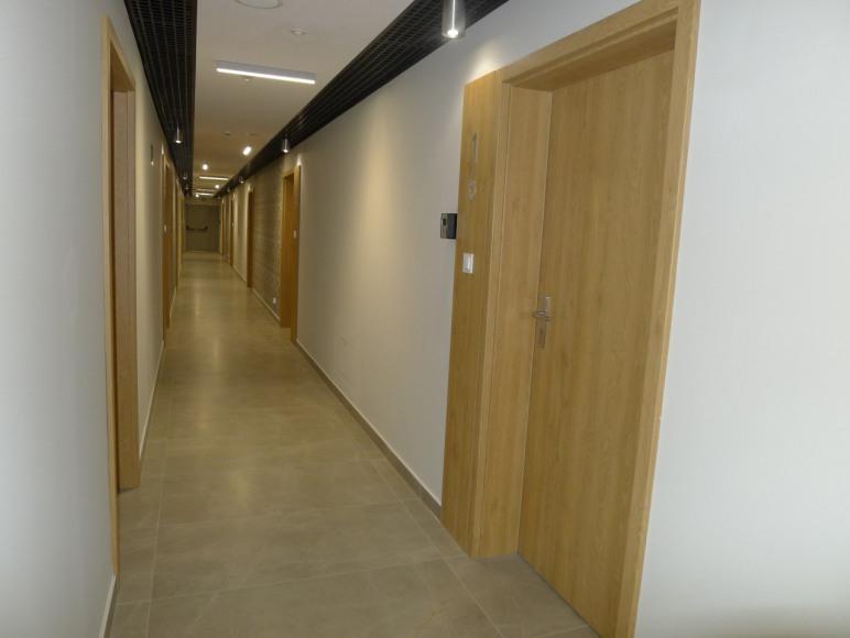 przestronny korytarz
