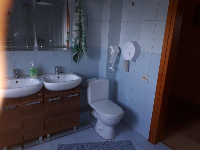 łazienka w przedpokoju