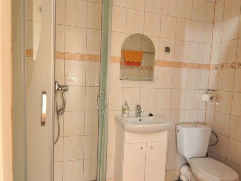 łazienka pokoju 1 w pawilonie letnim