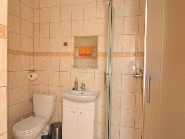 łazienka pokoju 2 w pawilonie letnim