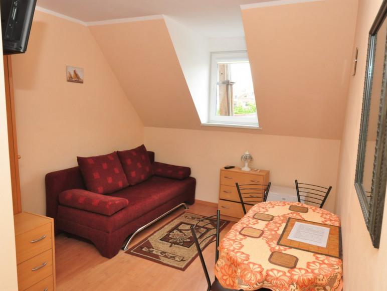 pokój studio (2+2) w pawilonie letnim pomieszczenie 1