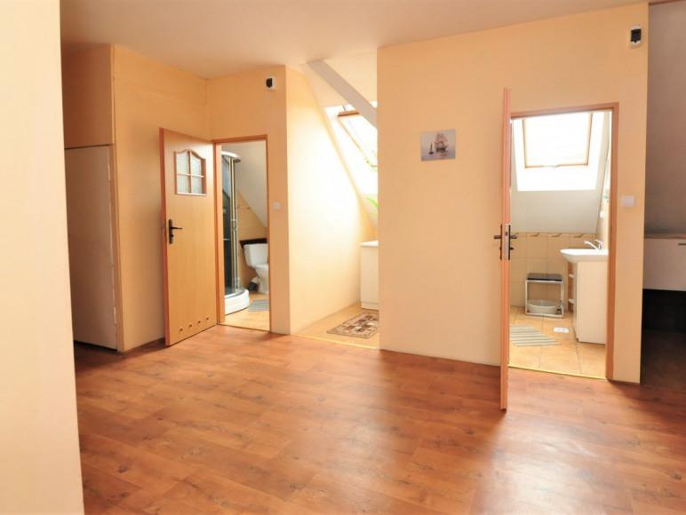 hol oraz łazienki pokoi w starszym budynku