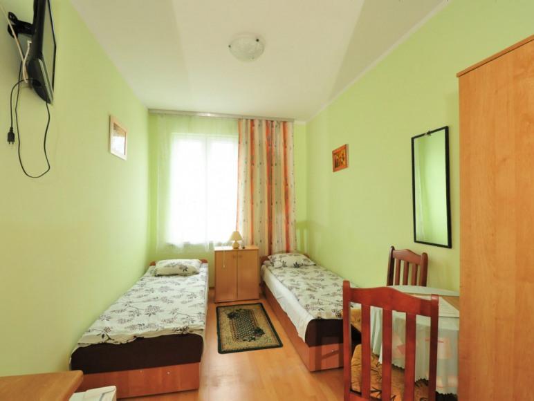pokój 2-3 os. w starszym budynku