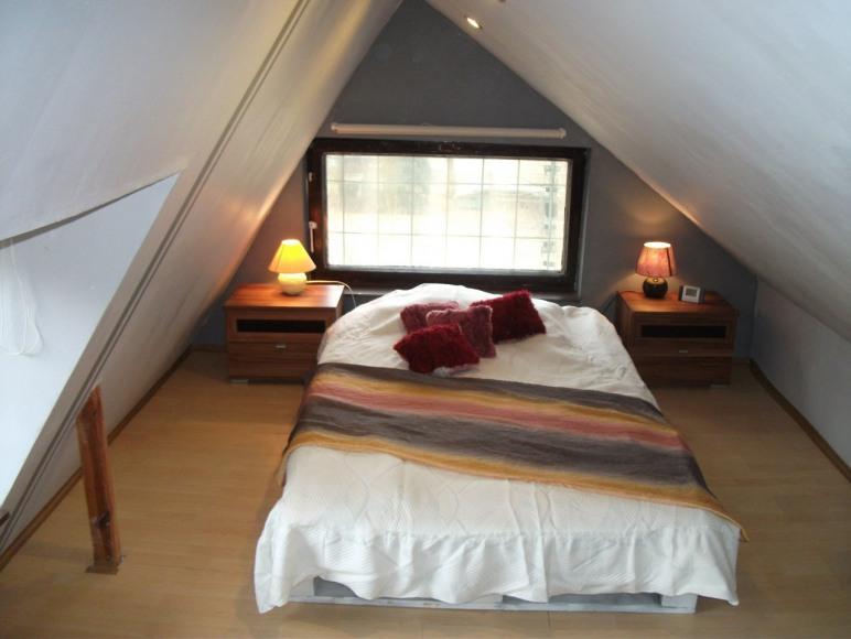 sypialnia I z widokiem na jezioro