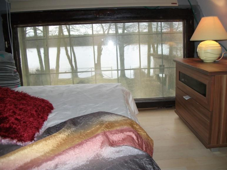 Sypialnia II z widikiem na jezioro