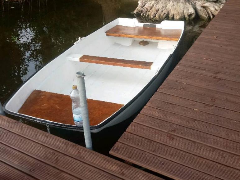 łódż przy pomoscie