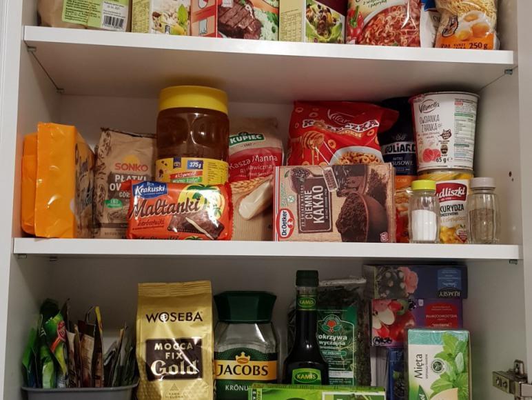 Apartamenty są wyposażone w niezbędne produkty spożywcze