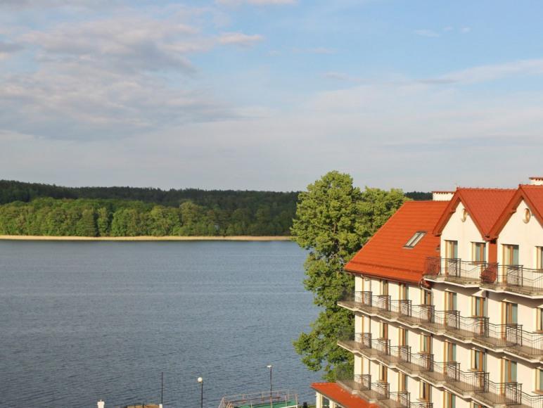 Widok na jezioro Czos