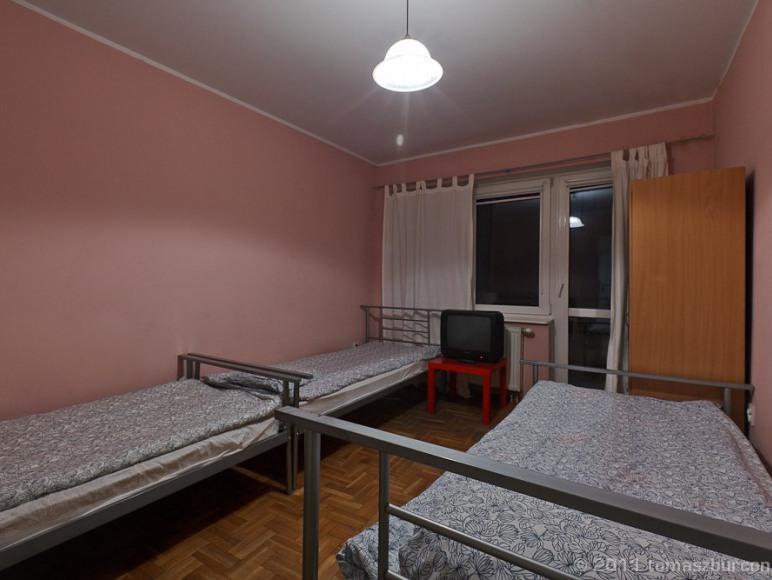 pokój 3 osob z balkonem w hostelu