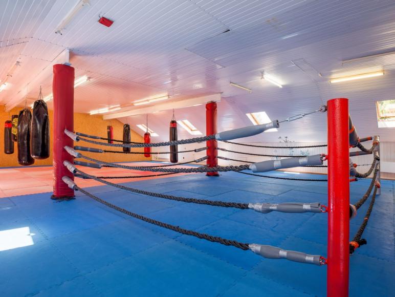 sala do ćwiczeń z ringiem
