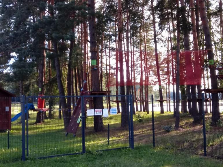 1 km od domku park linowy w Jacni