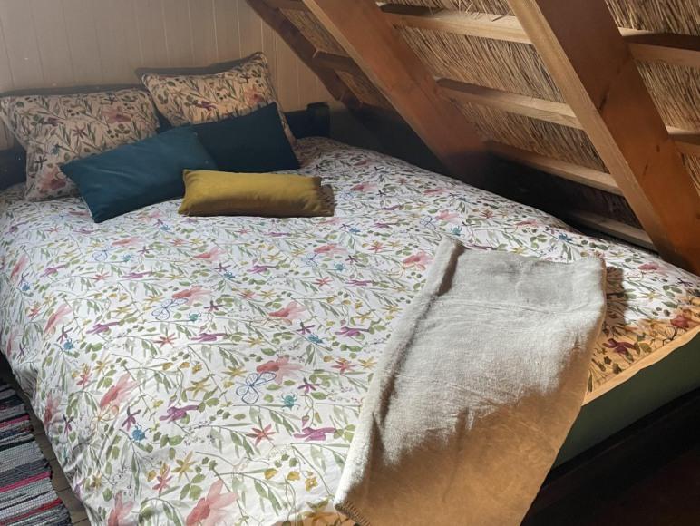 sypialnia domu na antresoli