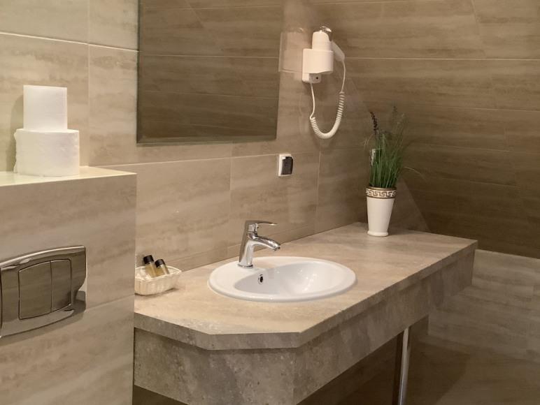 Łazienka w pokoju Comfort z wanną
