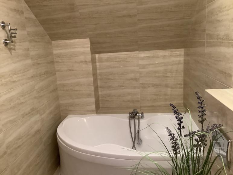Łazienka w pokoju typu Comfort z wanną